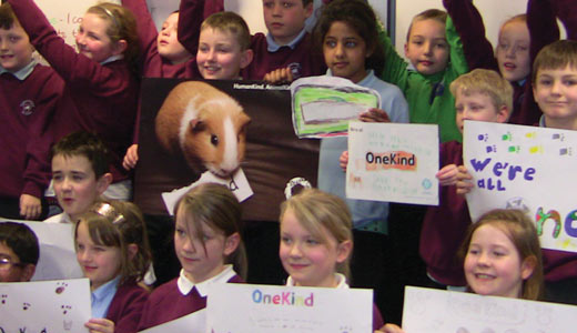 Schoolchildren supporting OneKind